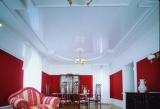 Белый глянцевый натяжной потолок 2